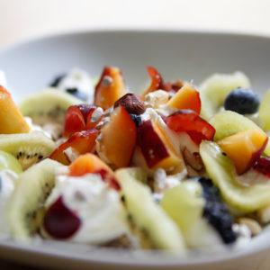 Frischkornbrei geschrotet mit Aprikose und Kiwi